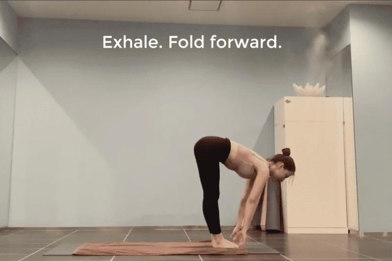 Half Standing Forward Fold・半分の前屈